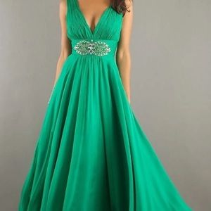 Dave & Johnny Emerald green Prom gown size 10